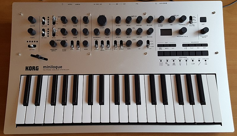 Korg Minilogue (by Aeternus, Creative Commons Attribution-Share Alike 4.0)