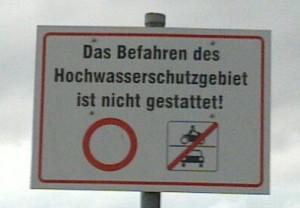 Genitive case ignored (should read as »Hochwasserschutzgebietes«)