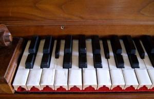 800px-Cembalo_universale_Tastatur