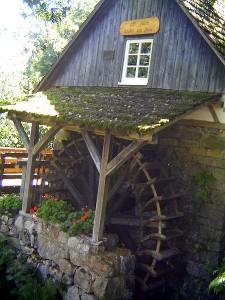 Watermill near Ottenhöfen (wikimedia commons, Andreas Frick, public domain)